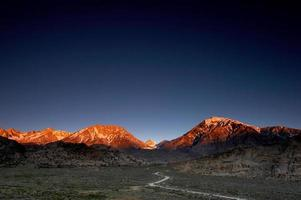 glödande berg ii foto