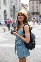 attraktiv tjej tar bilder foto