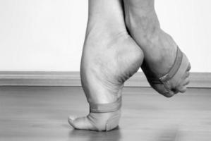 samtida dansare fötter foto