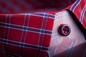 röd skjortkrage foto
