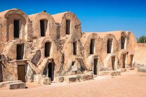tunisien. medenin. fragment av gammal ksar belägen inuti byn. foto