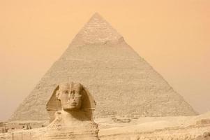 pyramid och sfinx foto