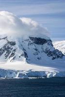 antarktis - sagolandskap i en solig dag foto