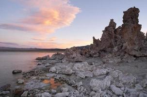rock salt tufa formationer solnedgång mono lake california natur ut foto