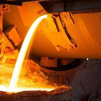 masugn vid metallurgisk fabrik foto