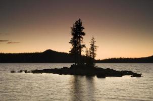 ö silhuett, Waldo Lake, Oregon foto