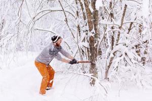 skogsarbetare hugga ved foto