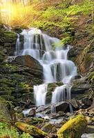 trevligt vattenfall foto