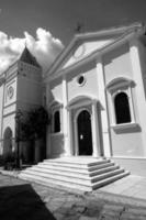 ingång till kyrkan foto