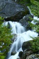 liten vik vattenfall foto