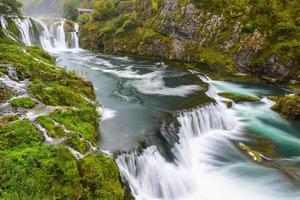 vattenfall av strbacki buk på una river, bosnien och hercegovina foto
