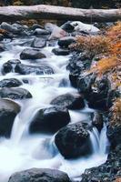 vackert vattenfall foto