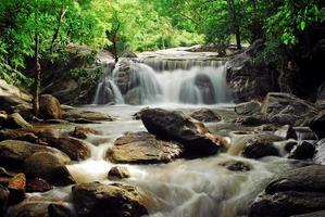 vattenfall med blå ström