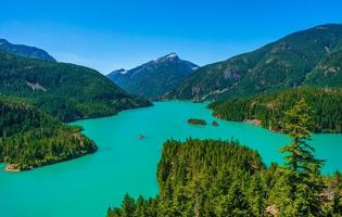 diablo sjön vid norra kaskader nationalpark foto