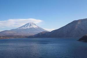 berg fuji vid motosu sjön foto