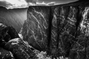 svart kanjon i gunnison nationalpark foto