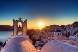 byn Oia vid solnedgången foto