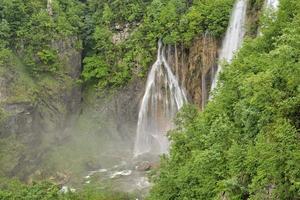 plitvice sjöar, kroatien, europa - foto i HDR