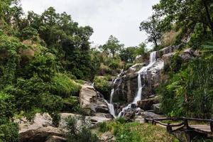 mae klang skönhetsvattenfall i Chiang Mai foto