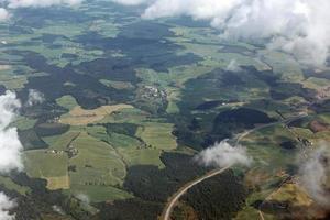 Flygfoto över det vackra lantliga landskapet foto