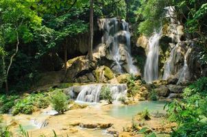 kuang si vattenfall i luang prabang foto