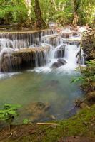 nivå sex av vattenfallet huai mae kamin i kanchanaburi, thailand