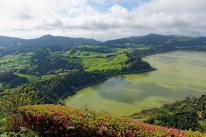 grön sjö av ugnar Sao Miguel, Azorerna, Portugal foto