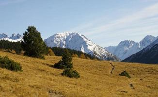 schweiziska alperna på hösten.