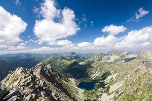 på toppen av bergstoppen foto