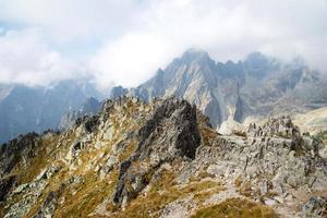 utsikt från Lomnicke Sedlo bergstopp foto