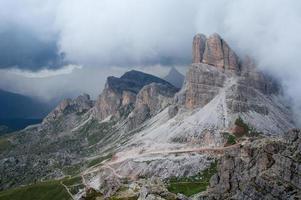 dolomiterna - utsikt över bergen foto