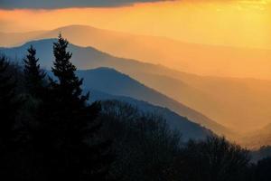 Oconaluftee Valley har utsikt över den stora rökiga bergen nationalpark foto
