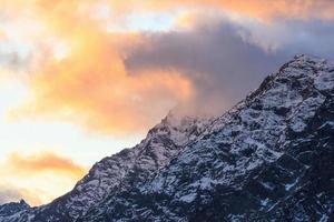solnedgång över berget