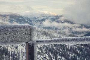 fryst balkongräcke foto