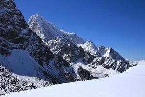 cholatse, högt berg i den mest everest nationalparken