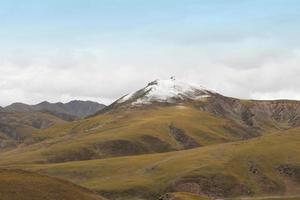 vacker utsikt över bergen foto