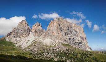 panorama över sassolungo bergstoppar foto