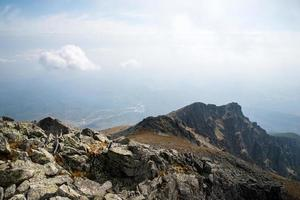 horisont från Lomnicke Sedlo peak foto