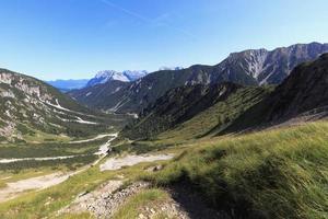 östra Karwendel höga berg i Österrike i Tyrolen foto
