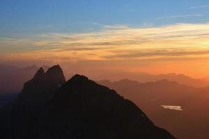 wendenstocke vid solnedgången, utsikt från titlis foto