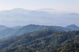 morgonsikt från berget, Pha Daeng National Park foto
