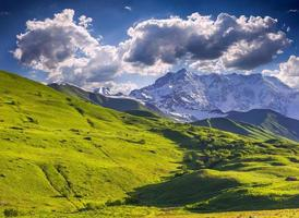 bergslandskap med isiga toppmötet