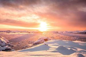 vackra snötäckta berg i Antarktis