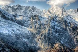 dombai. landskap av klippor i Kaukasus-regionen i Ryssland foto
