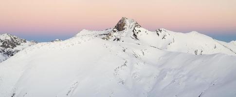 panorama över pyrenéerna i benasque foto