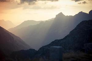 susten passera schweiziska alpes vid solnedgången 4 foto