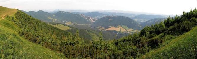 Vratna-dalen i mala med Tiesnavy Fatra-bergen