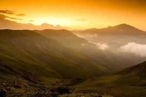 vacker salva i Kaukasusbergen i övre Svaneti, Georgien foto