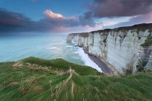 klippor i Atlanten vid soluppgången
