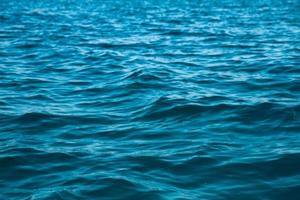 havsvattens ytstruktur. djupa havsvågor foto